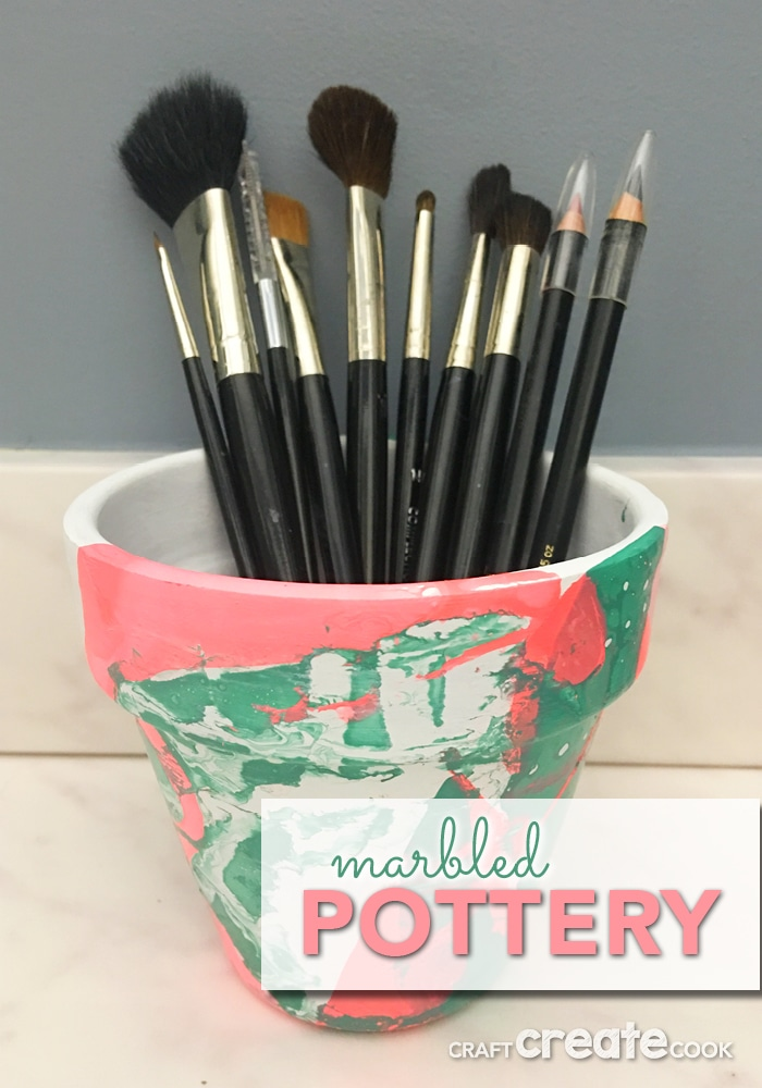 This faux marbled pottery pot will add a splash of color to your home decor! This simple and quick DIY project will have you smiling in no time!