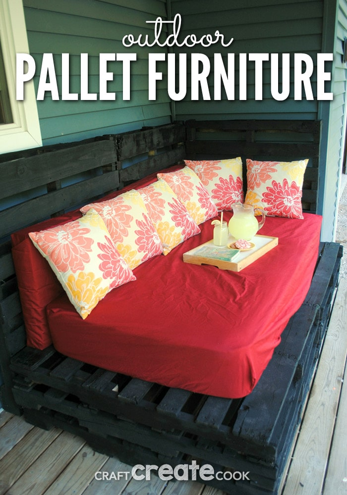 This inexpensive DIY outdoor pallet furniture is easy to make and easy on your budget!