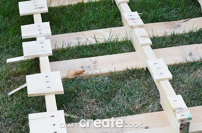 Have you wanted to take the plunge and dive into pallet projects? It's easy to cut pallets apart with this tutorial!