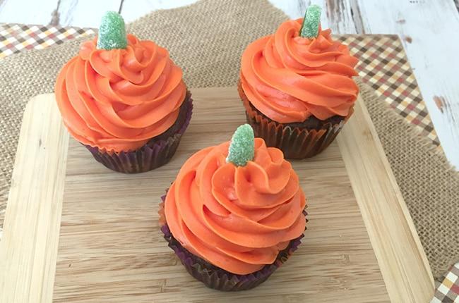 Craft create cook how to make pumpkin halloween cupcakes for How to make halloween cupcake cakes