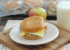 Your family will love these delicious and easy DIY breakfast sandwiches!