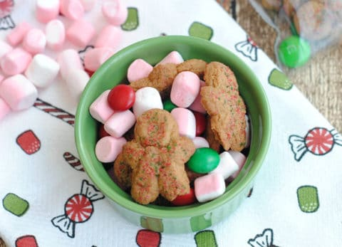 This holiday snack mix is easy, cute and only take a minute to put together!