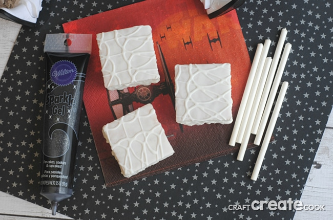 These Star Wars No Bake Storm Trooper Treats are the perfect treat for your Star Wars fan!