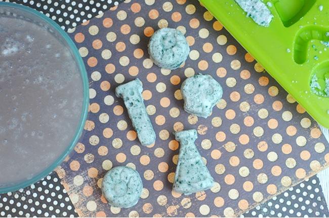 DIY Halloween bath bombs are inexpensive and fun to make and use!