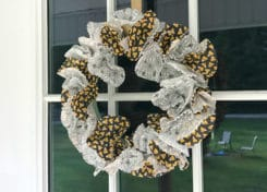 This Halloween wreath is the perfect addition to your Halloween decor!