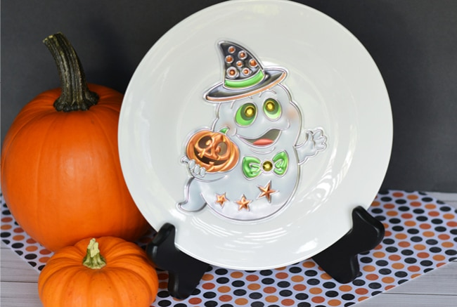 This affordable Halloween Plate craft will take you 2 minutes to make!