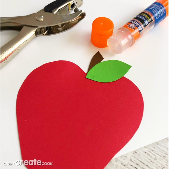 This Apple of My Eye Valentine is much more than easy, it is are fun and adorable, too.