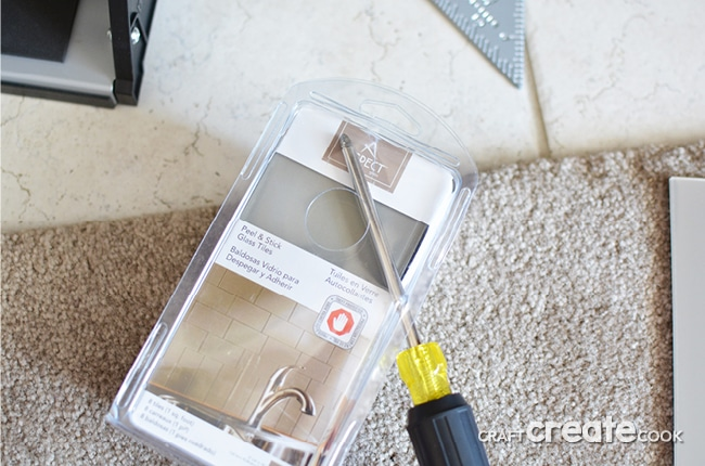 A easy, stylish and affordable way to complete a fireplace makeover in one day!