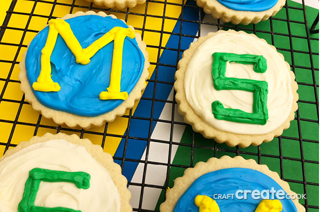 Who are you rooting for? Our Michigan VS. Michigan State Cookies are the perfect treat to have your guests choose.