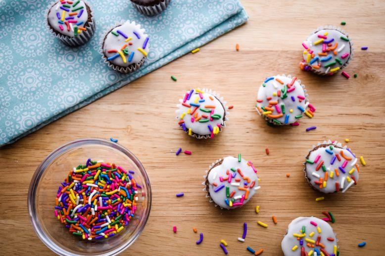 Easy Vanilla Glazed Mini Cupcakes Featured